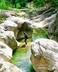 Romantisnya pemandangan dari Sungai Fatuoni yang sangat menggoda.