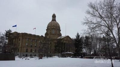 Gedung Pemerintahan di Kanada & Tongkat Bertahta 7 Permata