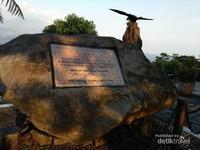 Batu Peresmian Obyek Wisata Ketep Pass oleh Presiden Ibu Megawati Soekarnoputri