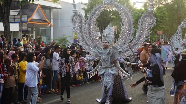 Kostum dari negara Malaysia dengan tema Malaysia Truly Asia