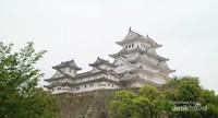 Himeiji Castle yang dijuluki Bangau Putih karena keindahannya.