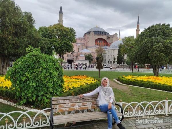Santai di Hagia Sofia