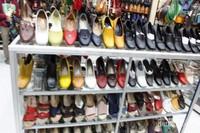 Sepatu-sepatu aneka model dengan harga terjangkau