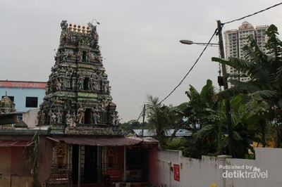 Kuil Kaca Cantik Nan Unik di Malaysia