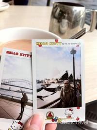 Menikmati secangkir cokelat panas dengan pemandangan Harbour Bridge