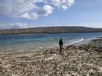 Ah, siapa yang tidak kepincut dengan pemandangan gradasi air lautnya?