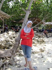 Pantai Mutun yang berpasir putih