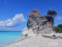 Fatuun, Batu besar yang menjadi ciri khas pantai kolbano.
