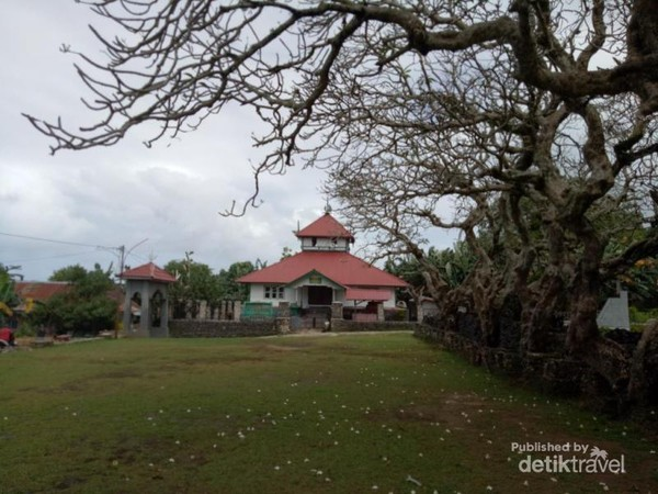 Masjid Tua di Kawasan Benteng Keraton Liya