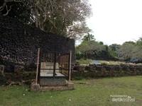 Makam Bersejarah di Benteng Keraton Liya