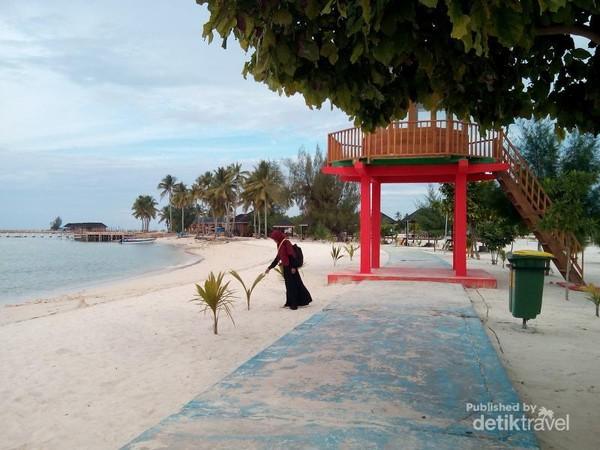 Pantai Pulau Bokori