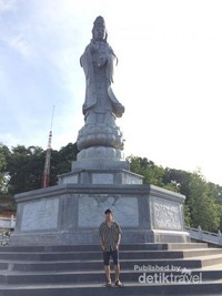 Patung Dewi Kwan Im