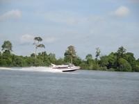 Aktivitas di Sungai Kayan.