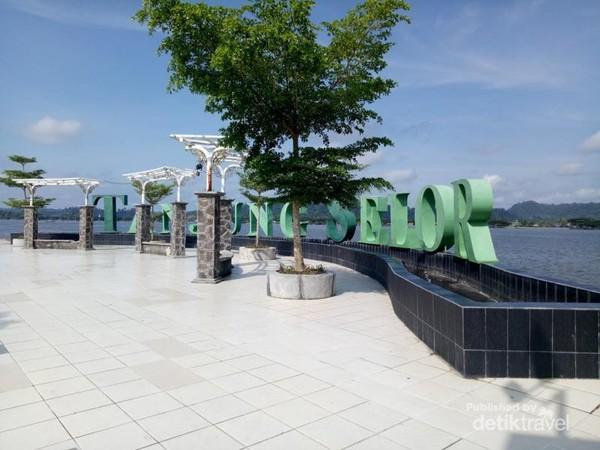 Tugu Cinta Damai di  Tanjung Selor.