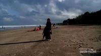 Menikmati matahari terbit di Pantai Kuta