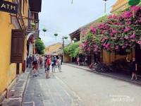 Hoi An, sebuah kota kecil yang terletak di Vietnam bagian tengah. Pesona kota yang termasuk UNESCO World Heritage Site ini dijamin akan membuat perjalanan anda lebih romantis dan berkesan.