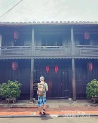 Banyak aktivitas yang bisa di lakukan, seperti shopping, kunjungi bangunan tua tapi sebagian harus bayar uang tiket masuknya, Naik boat traditional vietnam, mencoba masakan Vietnam dan lain-lain.