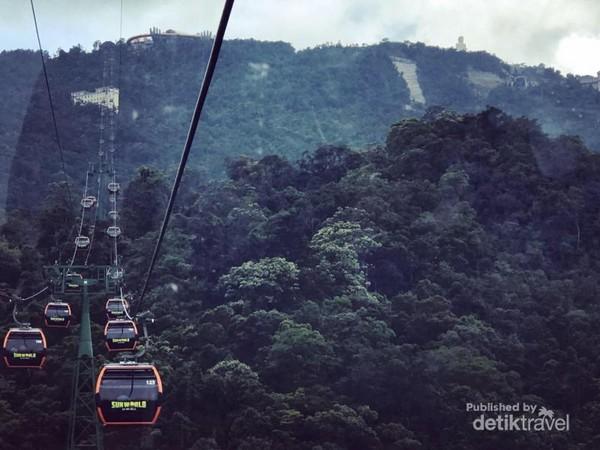 Kereta gantung Bana hills di vietnam Masuk daftar Guinness World Records, Kereta gantung ini memiliki jarak terpanjang di dunia dalam segmen kereta gantung single track non-stop. Selain itu, rekor juga dicatatkan karena kabel yang paling berat dan perubahan ketinggian yang paling besar dari bawah sampai ke atas.