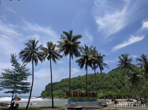 Pantai Karang Bolong Kebumen
