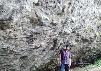 Pesona karang-karang di Pantai Karang Bolong