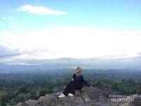 Pemandangan Negeri di Atas Awan