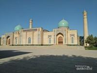 Masjid Hajrati Imam, tempat disimpannya salinan Al Quran abad ke-7 yang dibaca oleh Khalifah Utsman bin Affan