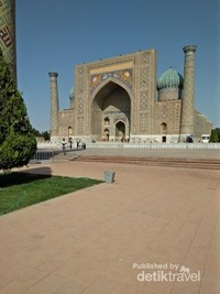 Masjid yang megah di komplek Registan, Kota Samarkand