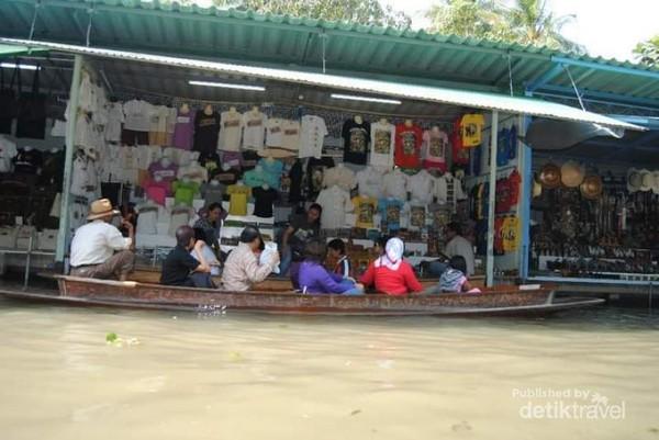 Floating Market yang kami kunjungi di Thailand
