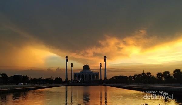 Masjid Songkhla mirip dengan Taj Mahal