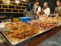 Mau belanja oleh oleh plus kulineran? Bisa banget ke Asean Night Market