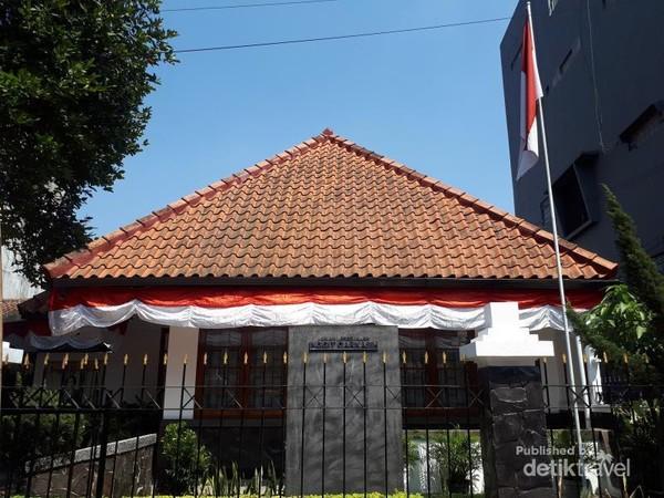 Rumah tempat Inggit Garnasih menghabiskan masa tua kini dijadikan museum.