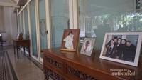 Disini juga banyak dipajang foto anggota keluarga Mangkunegaran. Salahsatunya yang mungkin sudah dikenal Paundrakarna.