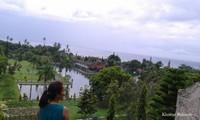 Hamparan lautan dari atas tangga yang berada di Taman Ujung Amlapura Karangasem Bali yang membuat diri bersyukur melihat keindahan alam akan kebesaran-Nya. MasyaAllah