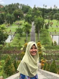 Dengan tenaga yang belum sepenuhnya berkumpul, namun memaksakan diri dengan pemandangan di Taman Ujung Amlapura Karangasem Bali yang penuh perjuangan dan drama