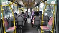 Transjakarta khusus wanita. Armada ini dikhususkan bagi penumpang wanita. Bus berwarna pink ini sudah beroperasi sejak 21 April 2016 bertepatan dengan hari Kartini.