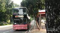 Bus tingkat gratis yang beroperasi untuk melayani rute-rute bertema. Mulai dari sejarah hingga kuliner.