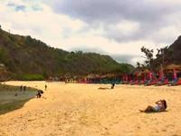 Serasa private beach. Atuh beach yang berhadapan dengan Atuh cliff