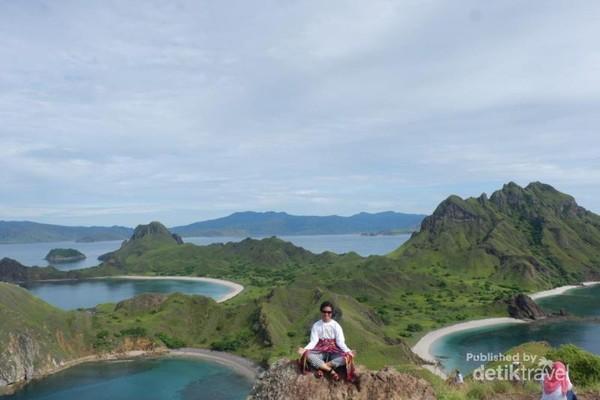 Pemandangan puncak Bukit Pulau Padar