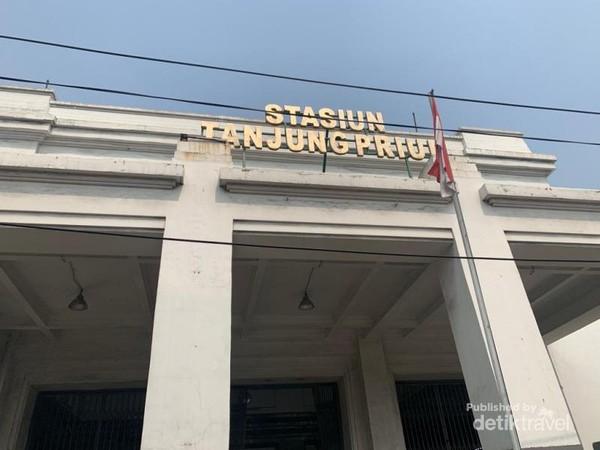 Bagian depan Stasiun Tanjung Priuk