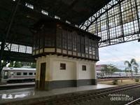 Bangunan untuk mengatur lalu lintas kereta api