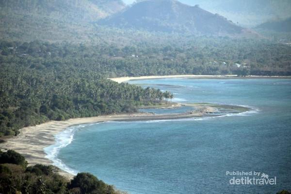 salah satu pemandangan pantai di Pulau Lembata