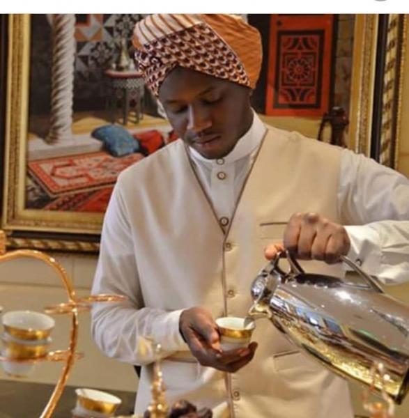 ketika para Petugas sedang menuangkan Qahwa Arabi untuk tamu
