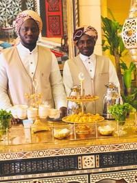 Dua Orang Petugas Dan Gerobak Qahwa Arabi yang lengkap dengan kurma muda sebagai pelengkap rasa manis dari kopi (Qahwa Arabi)