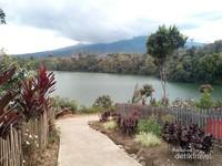 Pemandangan Danau Pauh
