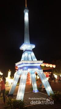 Replika menara eifel