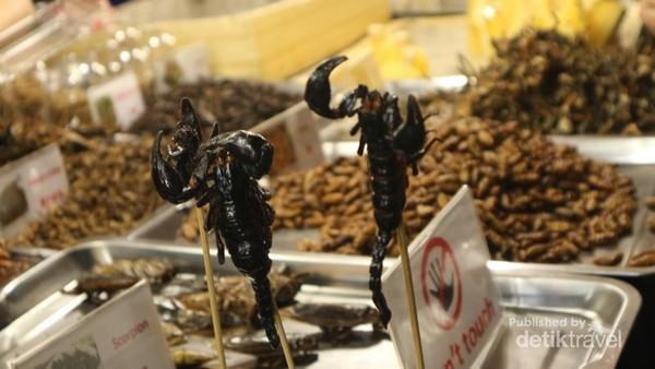 Berani Coba Makan Kepala Buaya Di Thailand