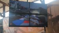 Monitor CCTV yang memantau perlintasan kereta yang akan dilewati
