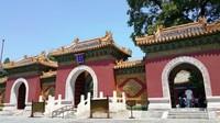 Gerbang Sembilan Naga di mana di dalamnya terdapat bangunan untuk sembahyang Kaisar