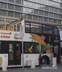 Bus tampak lebih dekat