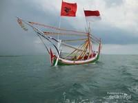 Perahu nelayan di Pelabuhan Desa Tanjung Saronggi, Salah satu pelabuhan yang dipilih untuk menyebrang ke Gili Labak.